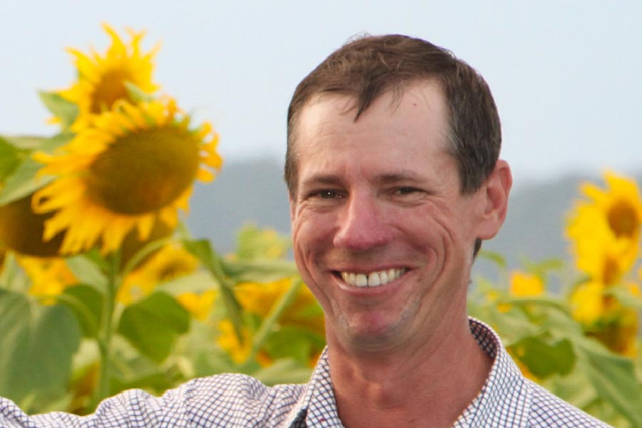 Simon Mattsson with sunflowers.